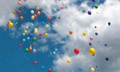 Grund zum Feiern: Axxerion und InCaTec Solutions freuen sich über 10 Jahre CAFM aus der Cloud