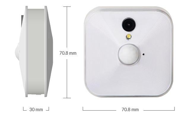 Kompakte Maße: Die Blink-Kamera ist quadratisch und misst knapp 7 x 7 cm bei einer Tiefe von 3 cm