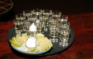 Chupitos_tequila_limon_wikihammer