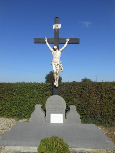Calvaire au cimetière dédié aux anciens curés.