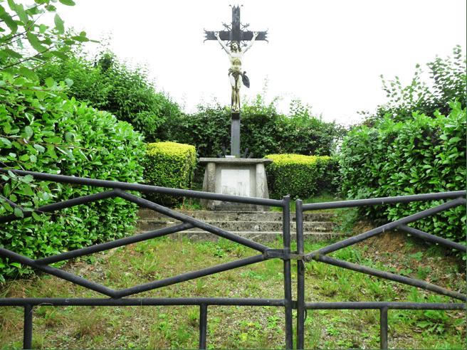 Calvaire Rue de Mons direction La Longueville
