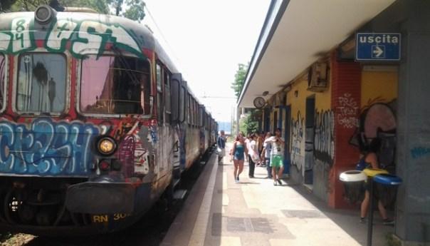 Ragazza investita da treno della Cumana, in ospedale è in prognosi riservata