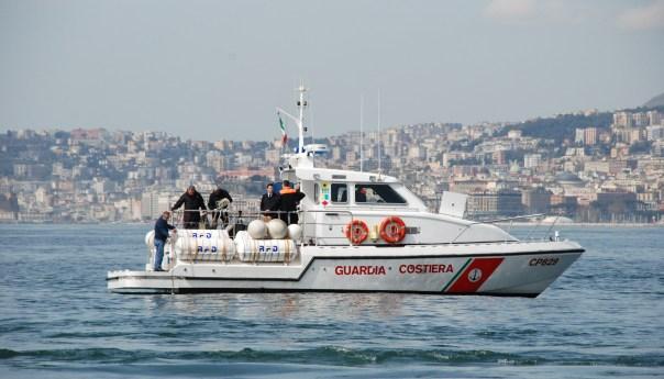 Capo Miseno, barca in avaria. In salvo le otto persone