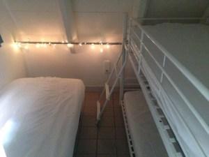 Chambre d'enfant/adulte avec 3 lits en 90 cm dont 2 superposés