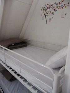 Chambre d'enfant/adulte composée de 3 lits en 90 cm