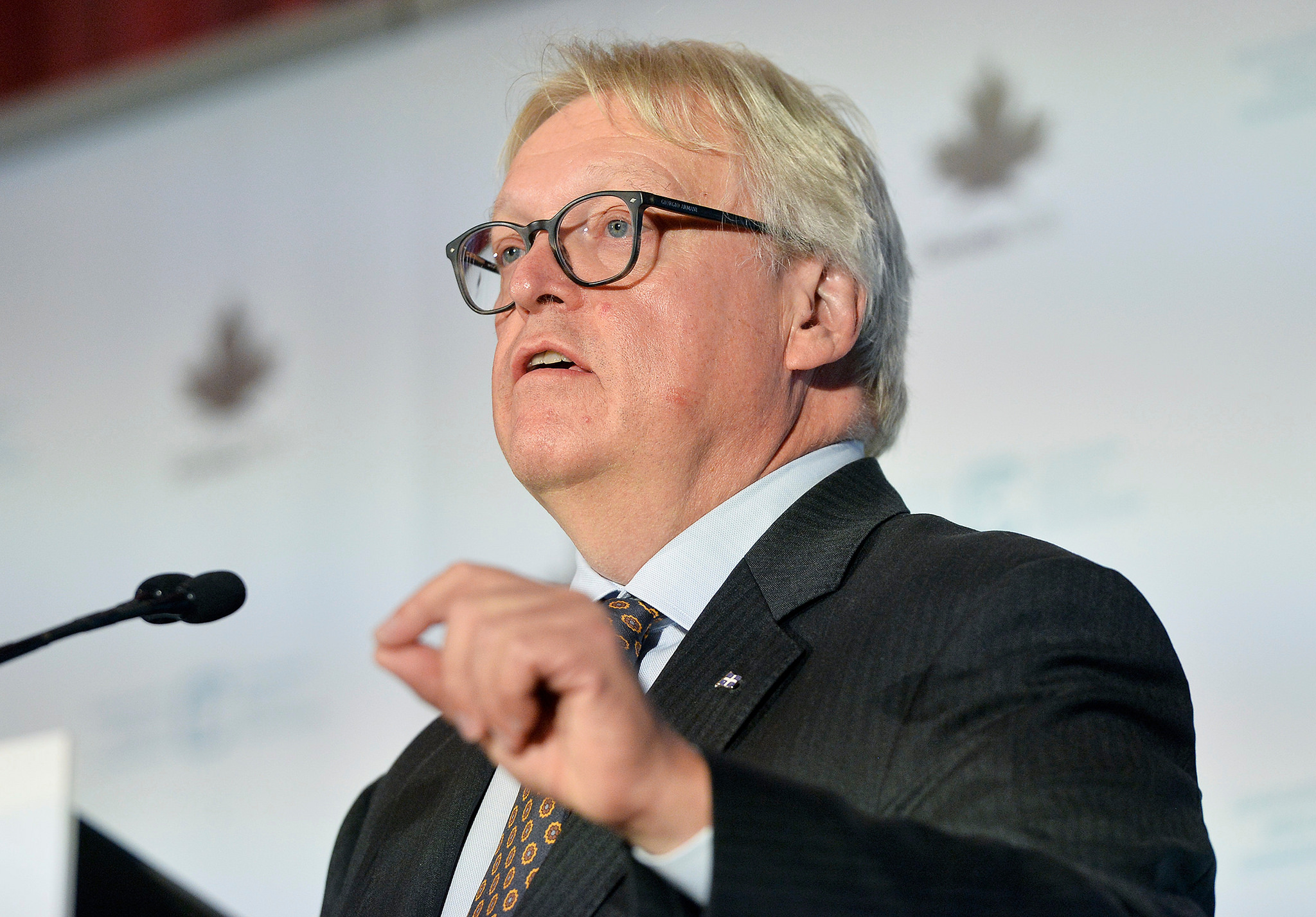 Ottawa challenges provincial, territorial ministers on health spending