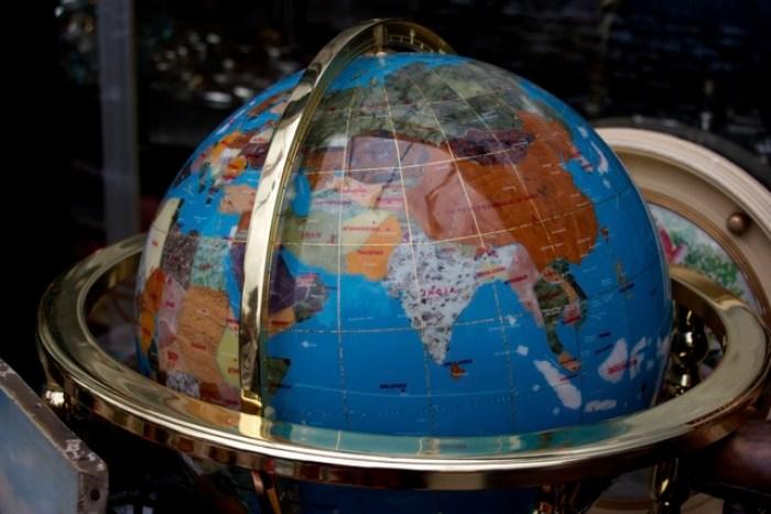 globe in Portobello Market