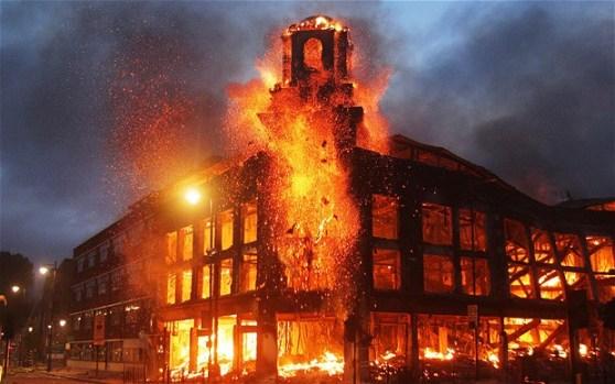 London Riots Burning