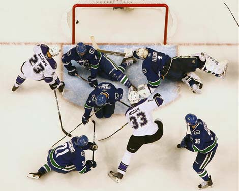 Roberto Luongo, Vancouver Canucks scramble as LA Kings win in OT