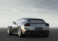 Il posteriore richiama la cifra stilistica della F12 TdF