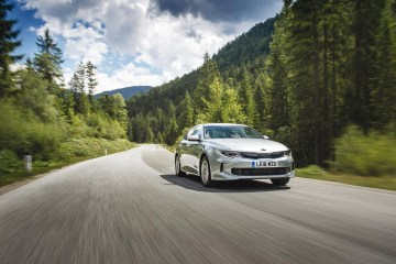 optima-hybrid-saloon-024