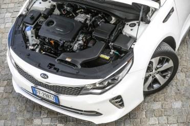 Il solido 1.7 litri CRDi da 141 cavalli e coppia di 340 Nm è più che sufficiente per gestire un corpo auto da 1.545 Kg