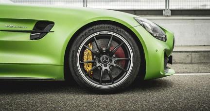 MERCEDES AMG GT R vs PORSCHE 911 GT3 2