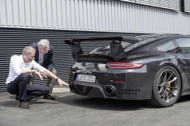 Porsche 911 GT2 RS_2