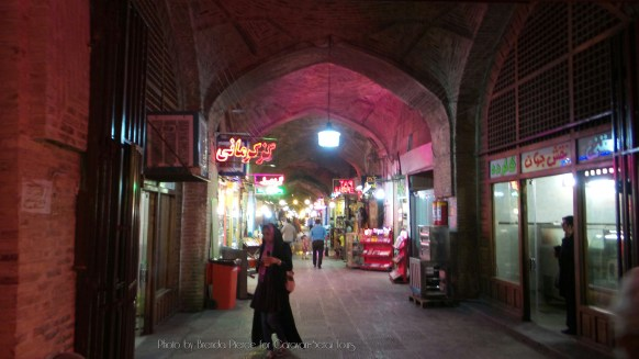 The bazaar on the Nagshe-Jahan Square in Isfahan