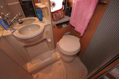 Chausson Flash 22 washroom