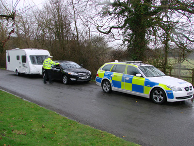 Driver stopped by police towing caravan withour towing mirrors
