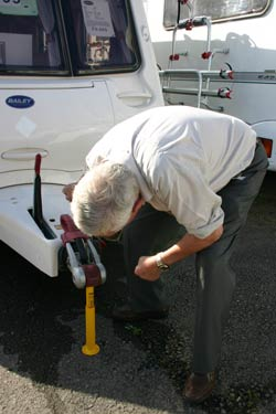 checking the caravan noseweight