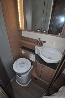 Bürstner Ixeo Plus it724 motorhome washroom
