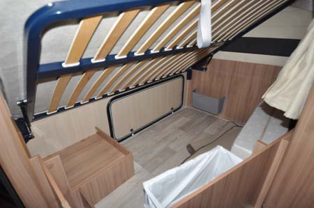 Pilote Reference P716LPR Motorhome drop down double bed