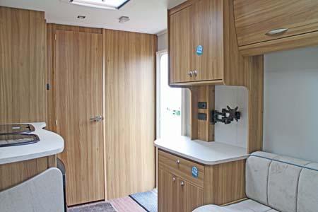 Elddis Xplore 402 Caravan - Dresser