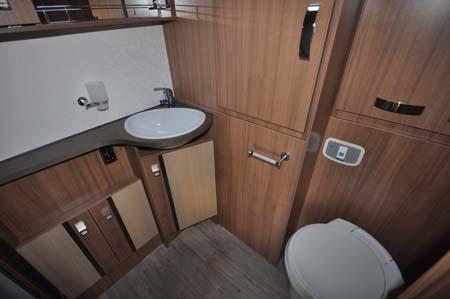 Pilote Reference G690LR Motorhome - wash room