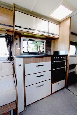 Coachman VIP 575 Kitchen 1