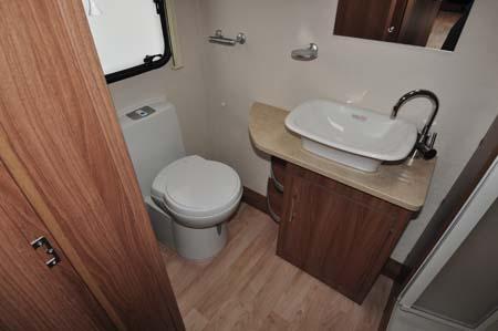 Lunar Venus 550 4 Washroom