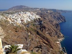 Vista de Thira, capital de Santorini