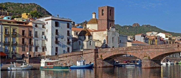 Puente y Catedral de la Inmaculada en Bosa