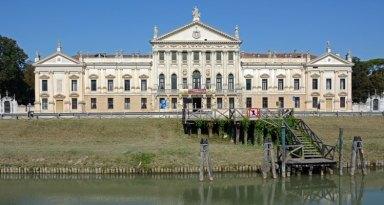 Villa Pisani. Canal del Brenta y Fachada