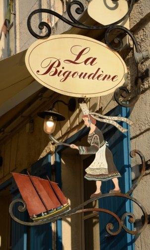 Rue Saint Jean du Perot. La Bigoudène