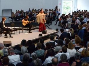 1876761386-adam-szymczyk-beim-symposium-documenta-halle-PPa7-800x576