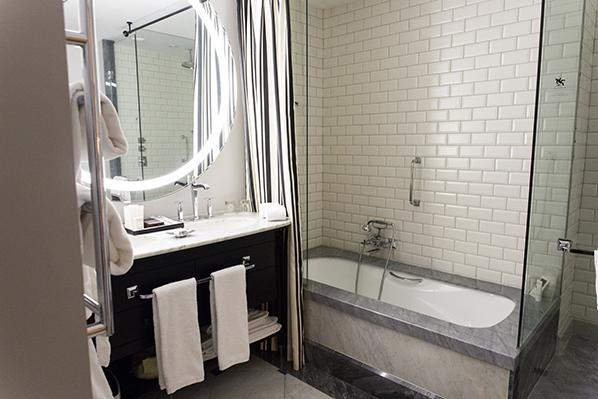 Hotel Maria Cristina in San Sebastian - Bathroom