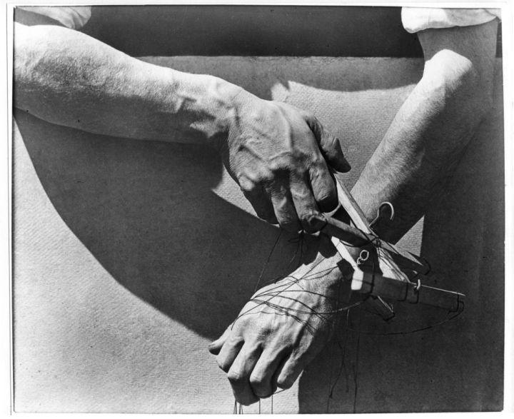 manos-con-titeres-hands-of-marionette-player-messico-1929-tina-modotti
