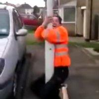 Gefangen an der Straßenlaterne