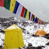 Lawine trifft Everest Basecamp