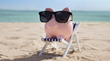 summer, warm weather, beach, piggy bank, facation, finance, summer marketing strategies, summer business, profits,