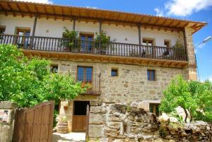 Caléndula, casa rural de cuatro estrellas, cerca de Orbaneja del Castillo y los cañones del Ebro