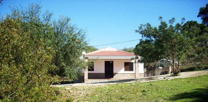 La Casa Rural está situada en plena naturaleza, rodeada de preciosas vista de las que disfrutar junto a la tranquilidad del lugar.