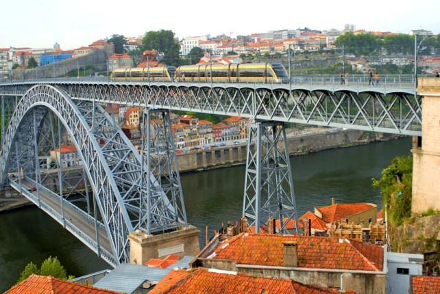 Oporto o Porto es una de las ciudades más importantes de Portugal.