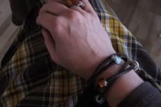 Troldekugler på brun lædersnor