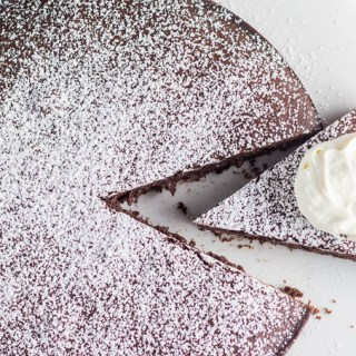 Need a dessert that's easy, yet complex, not too sweet, but totally addictive? This Chocolate Red Wine Cake is for you...
