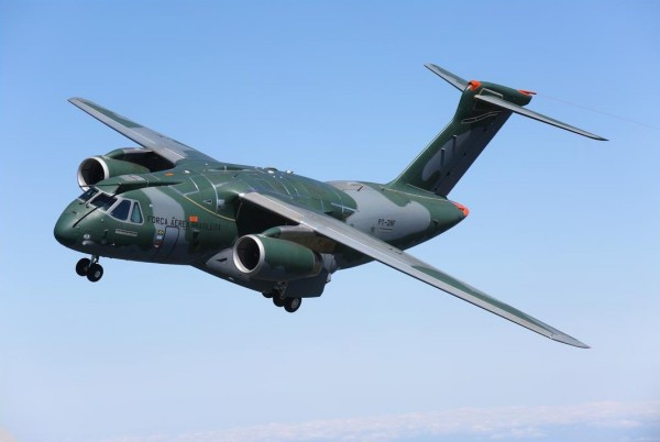 [Brasil] Ministro da Defesa visitou linha de montagem do KC-390 KC-390-Embraer-600x402