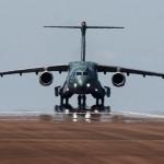 """KC-390: Embraer diz que cortes orçamentais não terão """"grande impacto"""" no programa"""