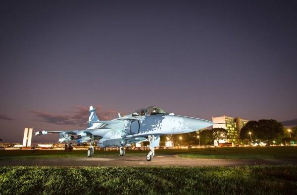 Mock-up do Gripen NG exposto em Brasília (Foto Sgt Johnson – Agência Força Aérea)