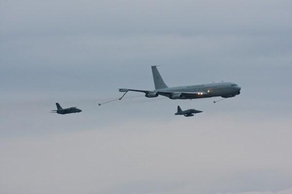 """[Brasil] Quem dá mais? """"Sucatão"""" da FAB está sendo leiloado… Boeing-KC-137-707-FAB-2402-1"""