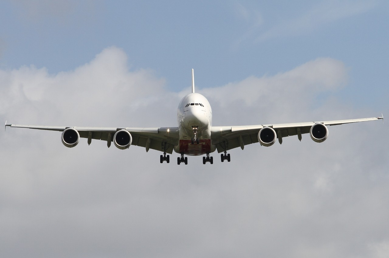 a6-edq-emirates-airbus-a380-861_Roger Lockwood