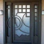 Puerta de hierro moderna