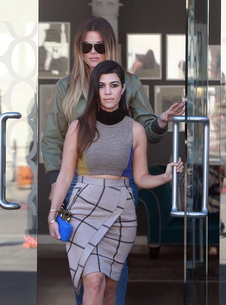 khloe_kardashian_kourtney_kardashian_confetti_4